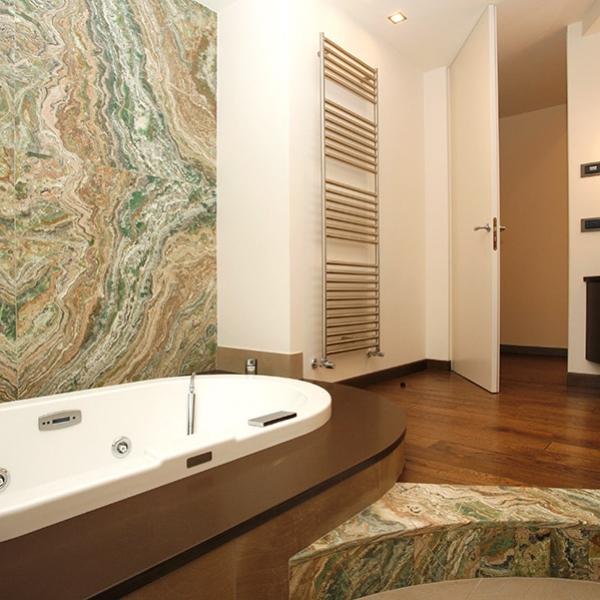 Piastrelle bagno verde smeraldo cool prfrence covent - Rivestimento bagno effetto marmo ...